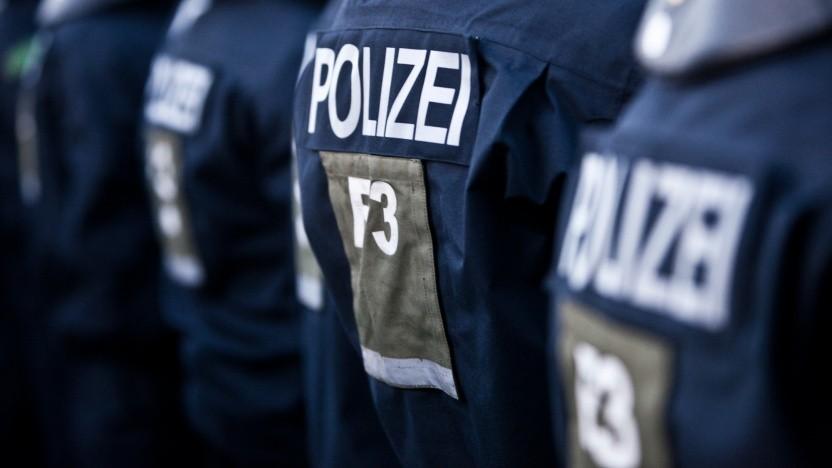 Ohne Kennzeichnung schwer auseinanderzuhalten: Polizisten im Einsatz
