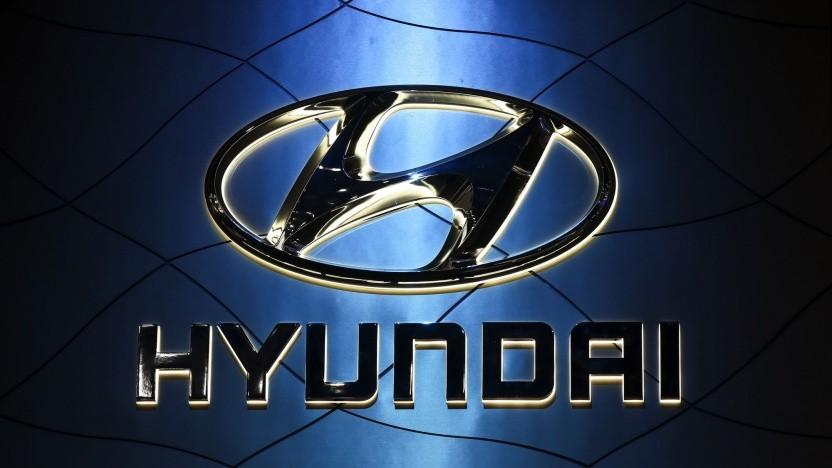 Hyundai-Logo auf einer Automesse (Symbolbild): wichtiger Bestandteil für die Mobilität in Megastädten