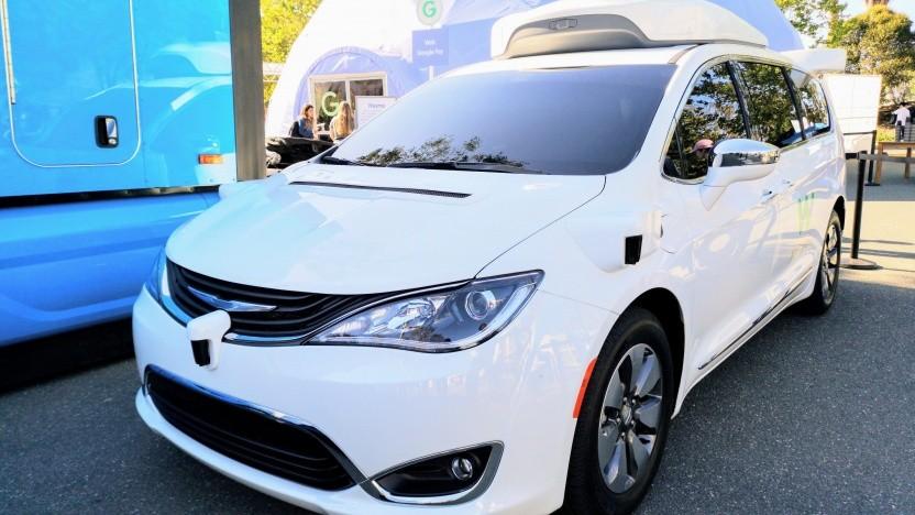 Ein von Waymo umgebauter Chrysler-Minivan auf der Google I/O 2018