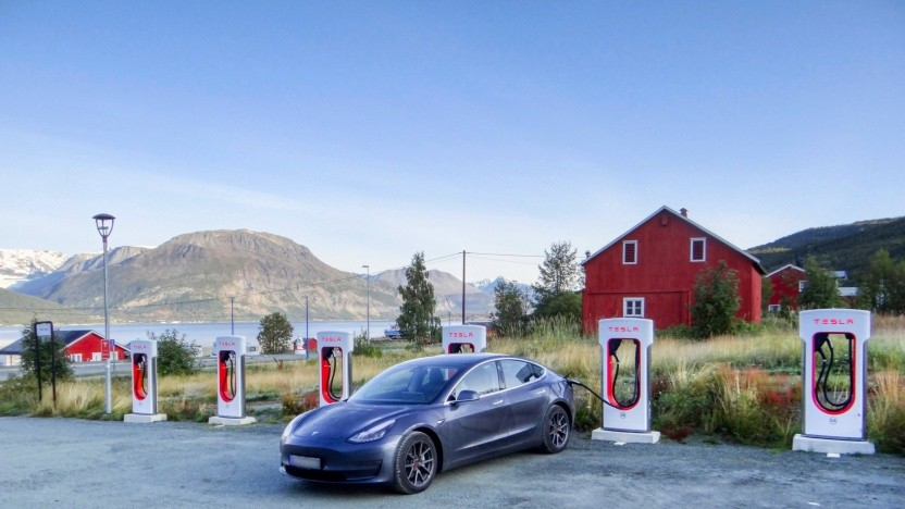 Wie schafft man es mit einem Tesla Model 3 zum Nordkap und zurück?