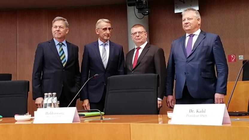 MAD-Chef Christof Gramm, PKGr-Chef Armin Schuster, Verfassungsschutzpräsident Thomas Haldenwang und BND-Präsident Bruno Kahl (v.l.n.r.)
