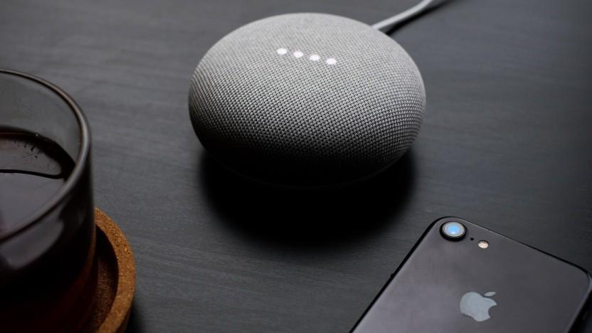 Führen per Laser übertragene Sprachbefehle aus: smarte Lautsprecher und Smartphones