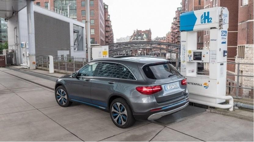 Brennstoffzellenauto an einer Wasserstofftankstelle (Symbolbild): Tankstellen mit mehr Kapazität
