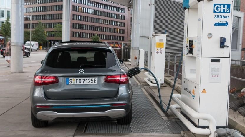Brennstoffzellenauto an einer Wasserstofftankstelle in Hamburg (Symbolbild): Das Tankstellennetz soll ebenfalls ausgebaut werden.