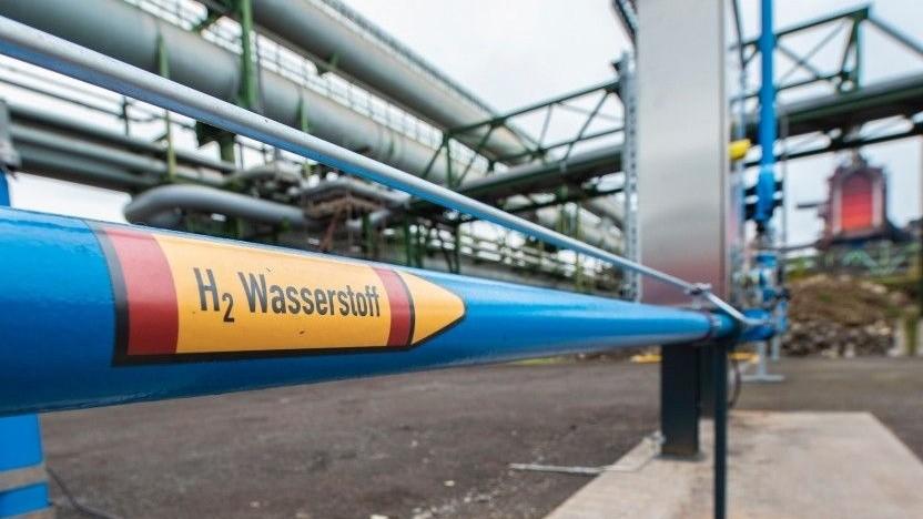 Im Thyssen-Krupp-Stahlwerk in Duisburg sollen die Blasformen schrittweise auf Wasserstoff umgestellt werden.
