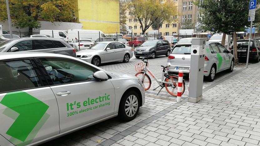 Wenn Elektroautos selbst die Ladesäulen blockieren, kann auch ein Masterplan wenig ausrichten.