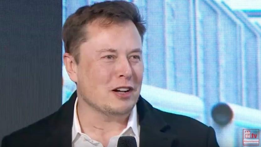 Elon Musk bei der Preisverleihung zum Goldenen Lenkrad
