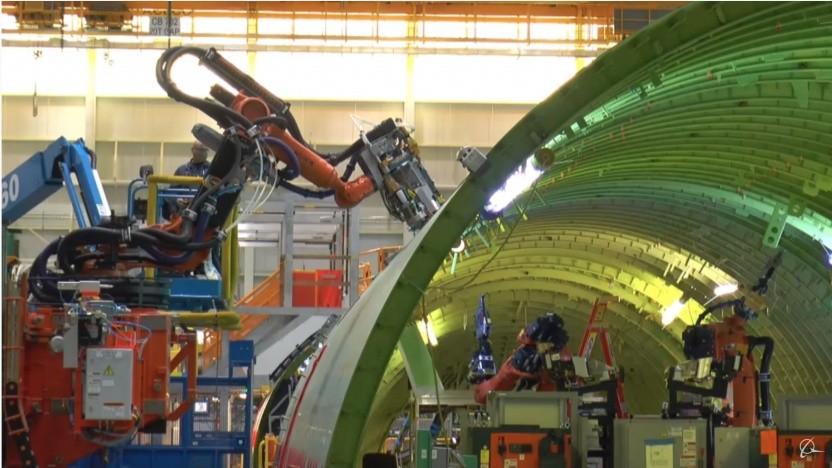 Automatisierte Fertigung der Boeing 777: Rumpfteile beschädigt oder unvollständig montiert