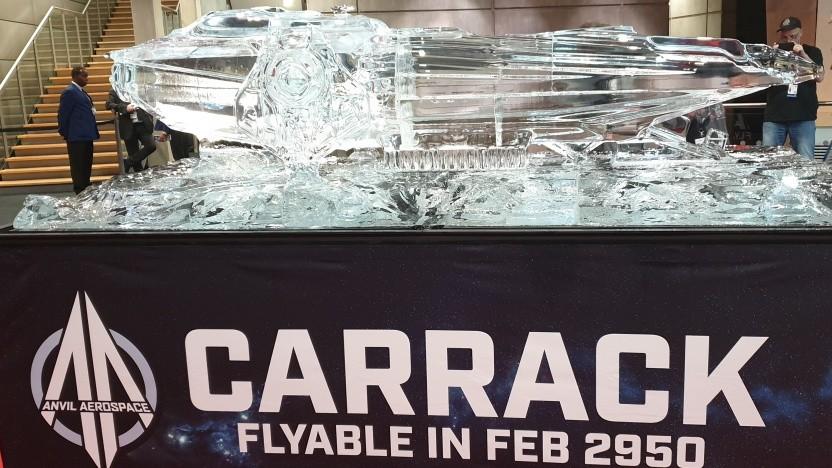 Auf der Veranstaltung war eine Carrack-Eisskulptur ausgestellt.