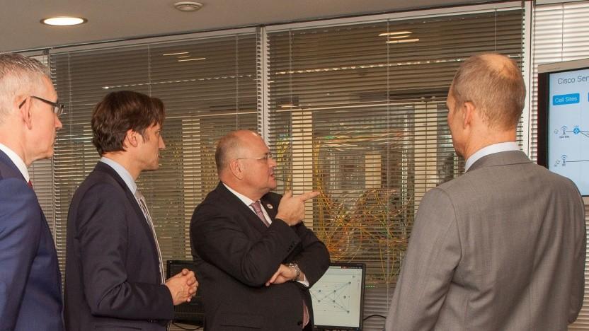 Klaus Lenssen, Chief Security Officer bei Cisco; Uwe Peter, Geschäftsführer von Cisco Deutschland; Arne Schönbohm, Präsident des BSI und Karsten Schelhove, Director Systems Engineering Deutsche Telekom bei Cisco (v. l. n. r.)