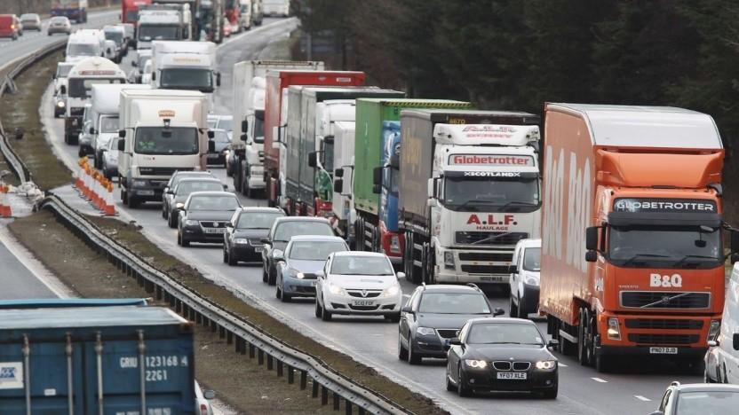 Lkw im Stau auf der Autobahn: viele Leerfahrten