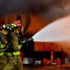 Elektroautos: Feuerwehrverband sieht E-Auto-Brände nicht kritisch