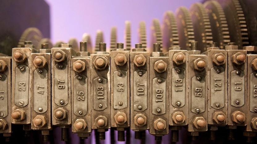 Früher hat man versucht, Zahlensiebe mit mechanischen Geräten zu berechnen, heute verwendet man Computercluster.