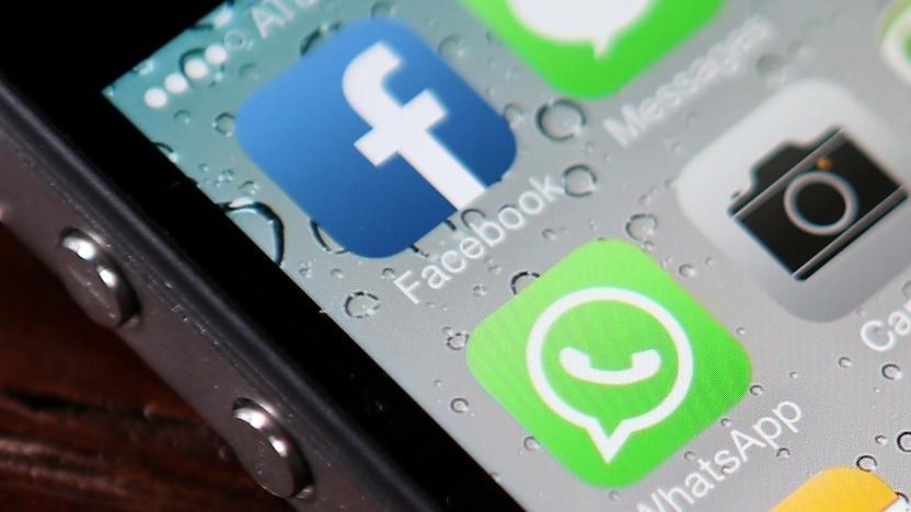 Whatsapp und Facebook auf einem Smartphone