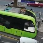 China: Yibin nimmt fahrer- und schienenlose Straßenbahn in Betrieb