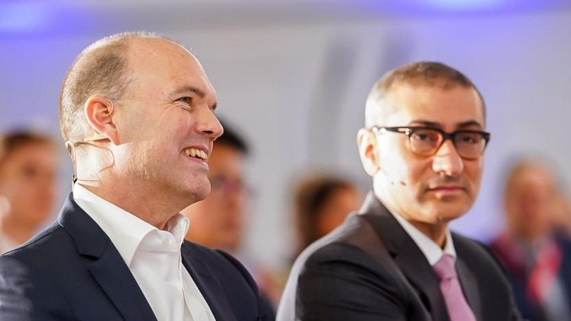 Vodafone-Konzernchef Nick Read (links) mit etwas unglücklichem Nokia-Chef