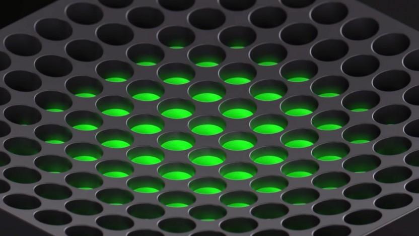 Oberseite der Xbox Series X (Die Konsole kann auch liegend betriebend werden.)