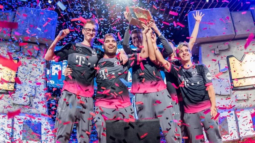 Profis von SK Gaming feiern einen Sieg.