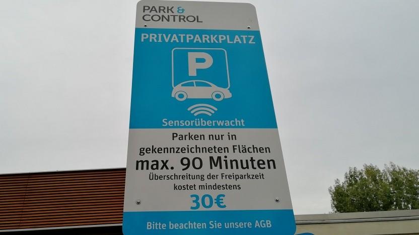 Private Parkplätze werden häufig mit Sensoren überwacht.