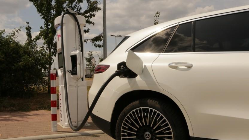 Potenzielle Käufer von Elektroautos warten auf den neuen Umweltbonus.