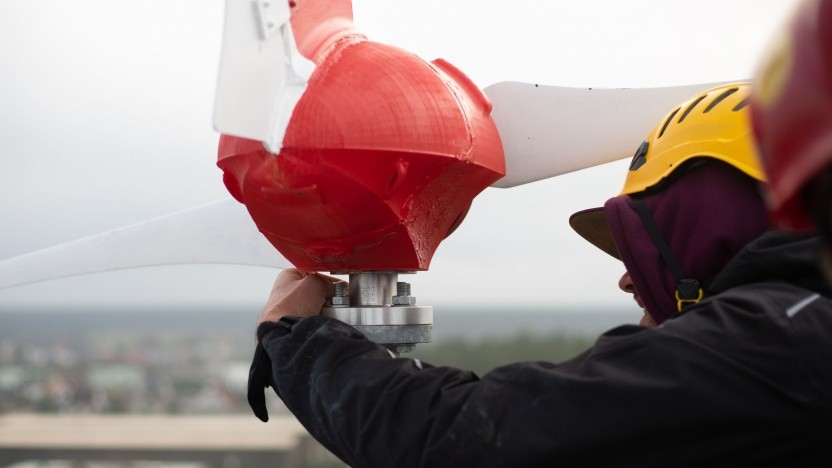 Eine LTE-Antenne wird mit Windkraft betrieben.