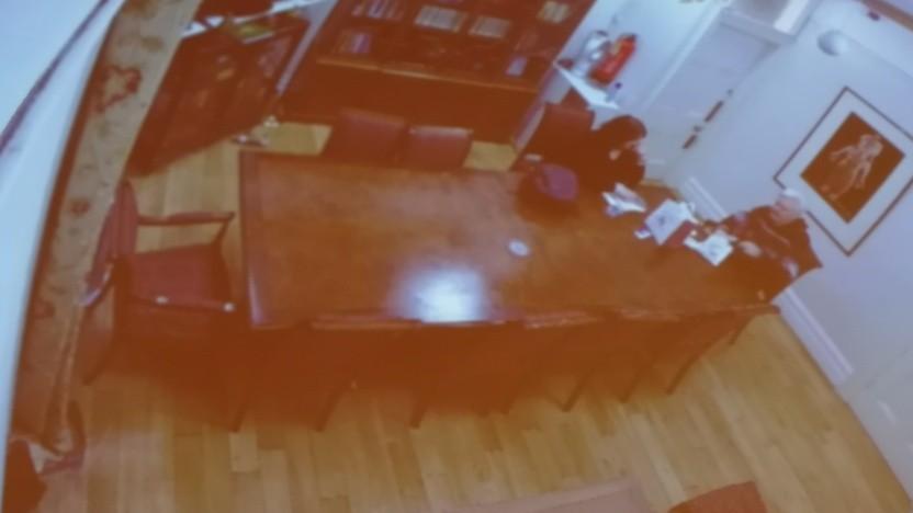 Überwachungsaufnahmen mit Julian Assange