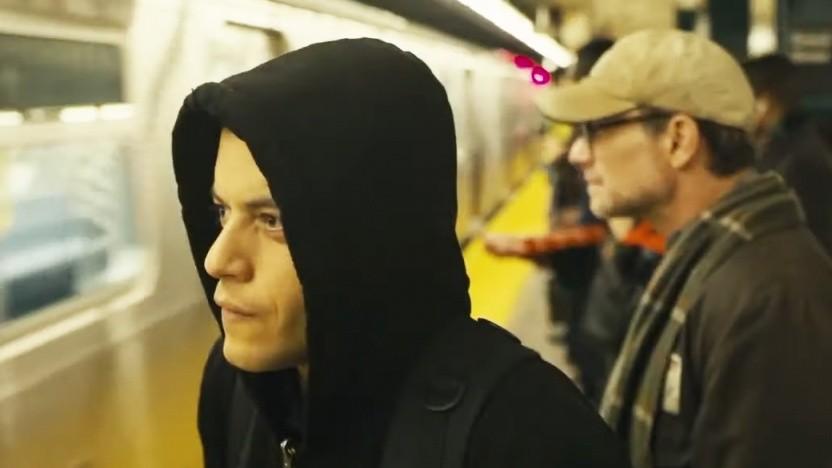 Immer nachdenklich und im schwarzen Hoodie: Rami Malek als Elliot Alderson