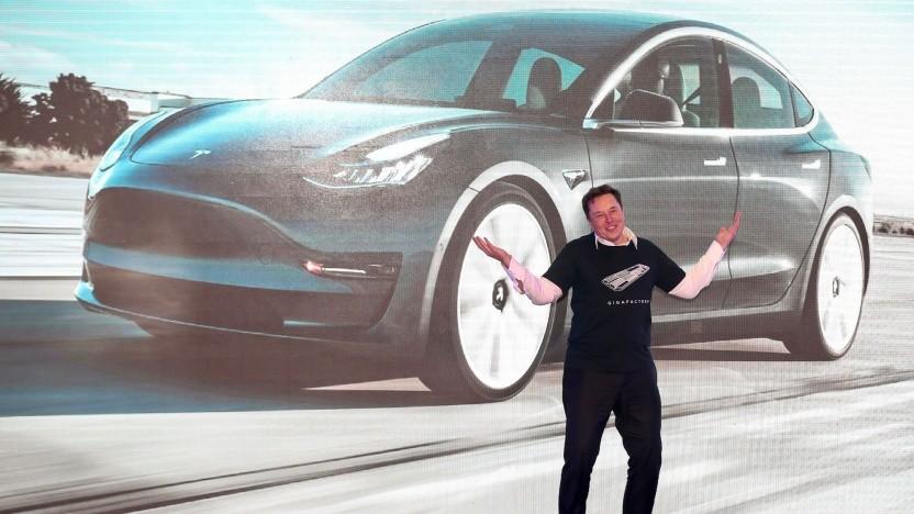 Elon Musk in der Gigafactory in Schanghai: ein Tesla aus China für die ganze Welt