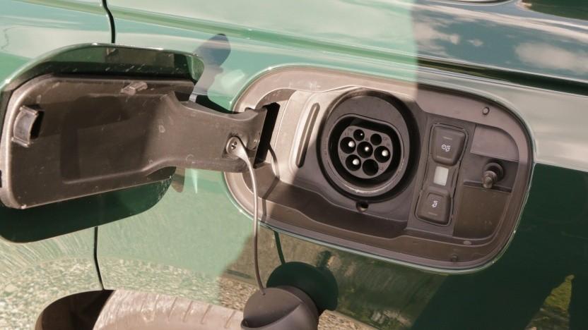 Käufer von Elektroautos müssen noch länger auf die neue Umweltprämie warten.