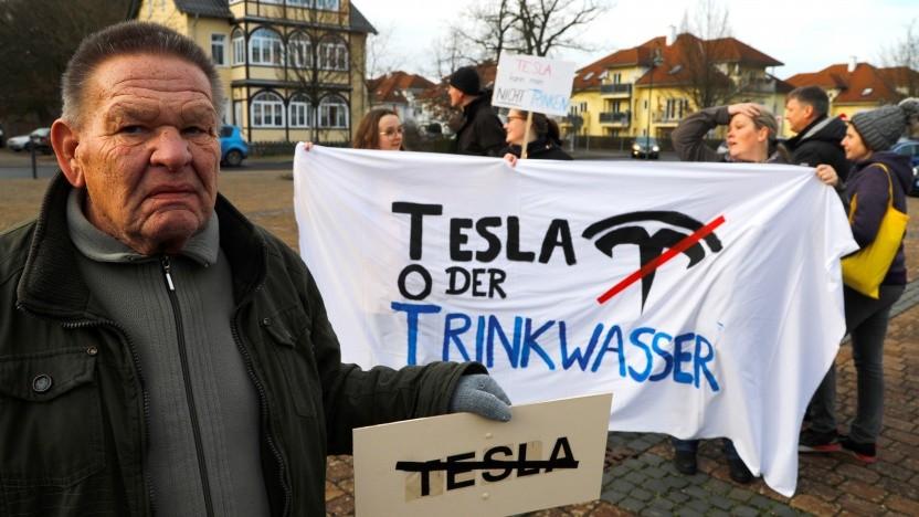 Proteste gegen die Ansiedlung einer Tesla-Fabrik in Brandenburg