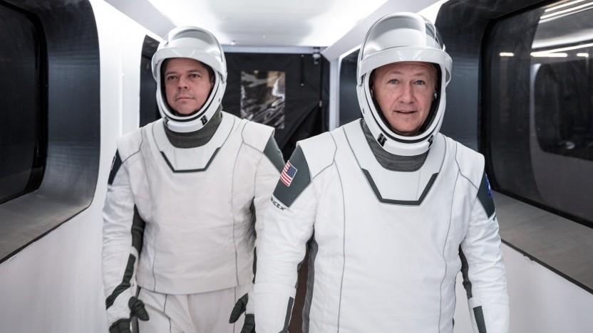 Bob Behnken und Douglas Hurley auf dem Weg zum Raumschiff, das den Test ohne sie flog.