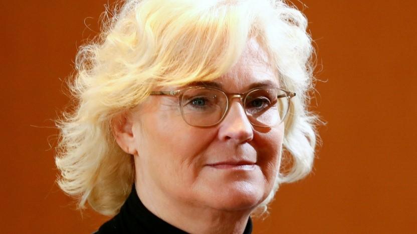 Bundesjustizministerin Christine Lambrecht hält an der Passwortherausgabe fest.