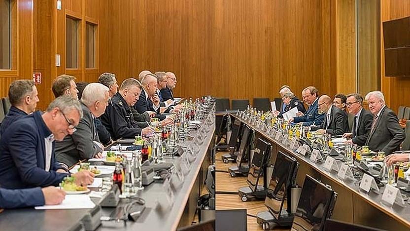 Treffen von Sicherheitsbehörden und Energiewirtschaft zur Regelung der Frequenzen