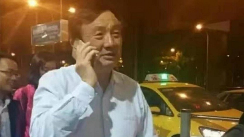 Huawei-Gründer Ren Zhengfei am Taxistand ohne Regen