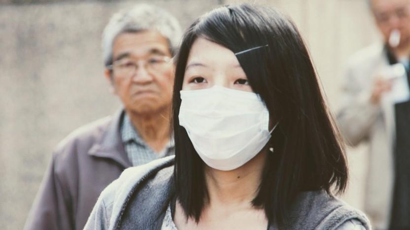Immer mehr Chinesen verwenden einen Mundschutz aus Angst vor dem Coronavirus.