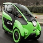 Mobilität: Dreirädriges Elektroauto Toyota i-Road fährt in Berlin