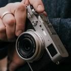 Kompaktkamera: Fujifilm X100V mit neuem Sensor und Klappdisplay