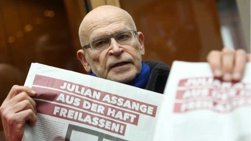 Enthüllungsjournalist Günter Wallraff fordert Assanges Freilassung.