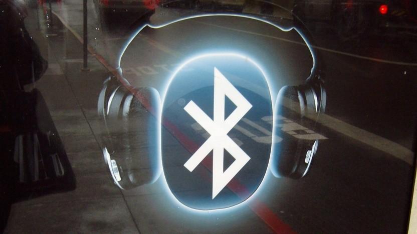 Bluetooth-Kopfhörer lassen sich auch mit Audiokabeln nutzen, was die Gefahr für Angriffe reduziere, sagen die Sicherheitsforscher.