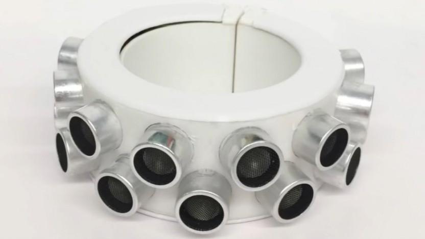 Der Armreif mit den eingebauten Transducern