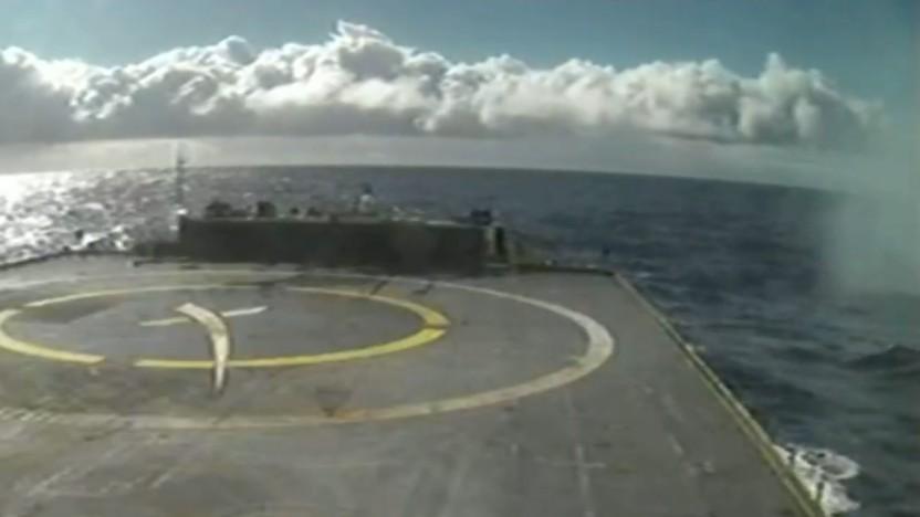 Statt einer landenden Rakete zeigte die Kamera nur eine Wolke aus Wassertröpfchen am rechten Bildrand.