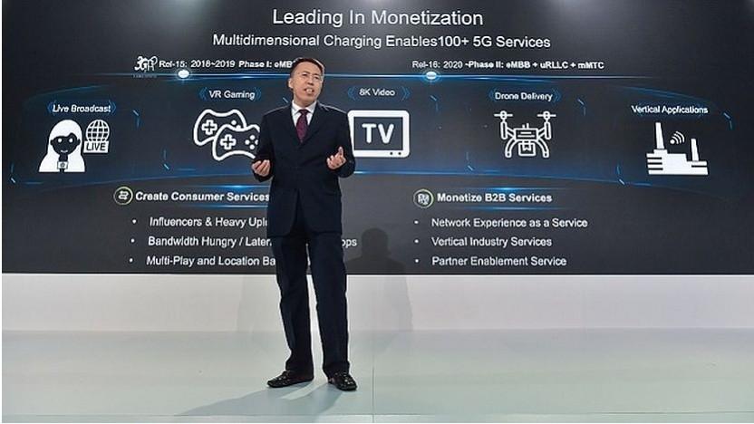 Rockred Zhang, President der Huawei Software Business Unit, stellt ein 5G SA-Monetarisierungssystem vor.