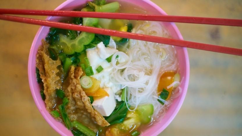 """Wer bei aktivierter Filterfunktion der Bildschirmzeitbeschränkung nach """"Asian food"""" sucht, bekommt keine Ergebnisse angezeigt - nicht mal diese leckere Schüssel Nudeln."""