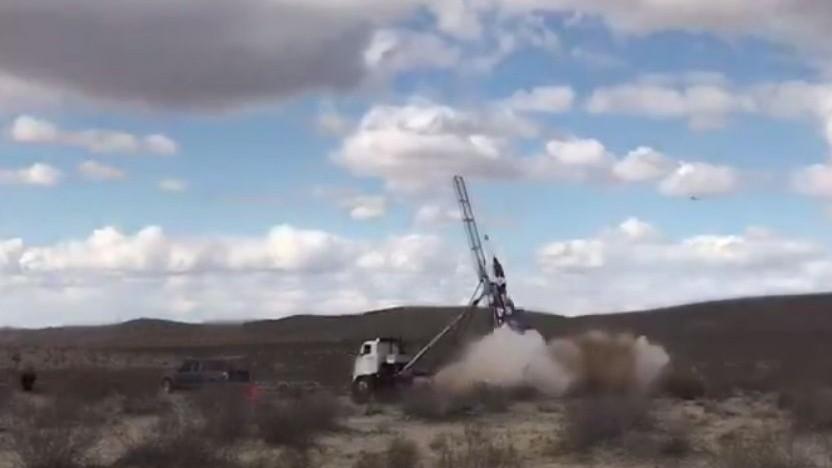 Start von Mike Hughes' Rakete: Ersatzfallschirm wurde nicht ausgelöst.