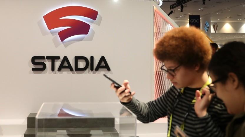 Entwickler probieren Stadia auf der GDC 2019 aus.