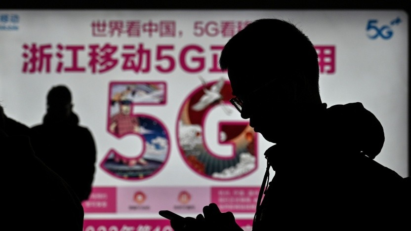 Werbung für 5G-Internet am Bahnhof in Hangzhou, Provinz Zhejiang