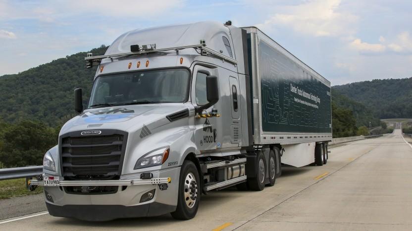 Selbstfahrende Lkw sollen möglichst bald Umsatz für Daimler bringen.
