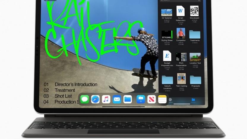 Das iPad Pro mit angeschlossenem Apple Pencil und Magic Keyboard