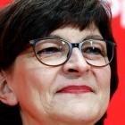 Coronakrise: SPD-Chefin warnt vor Panik durch ungenaues Handytracking