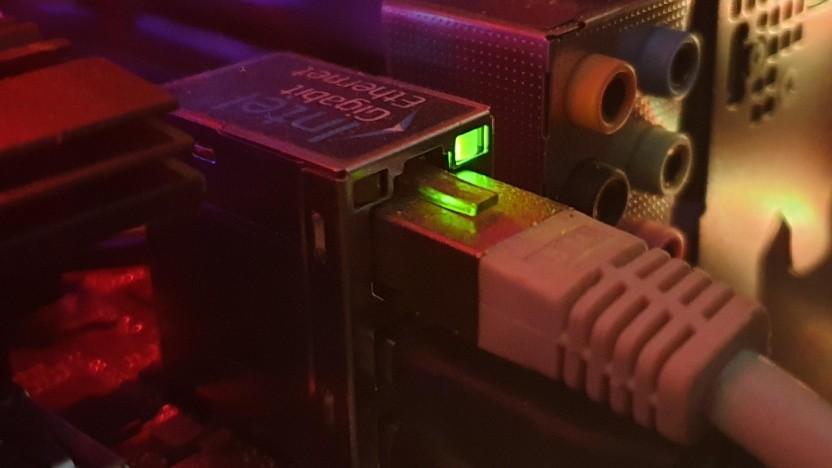Wenn das Kabel steckt und die Verbindung nicht geht, hilft möglicherweise der Patch.